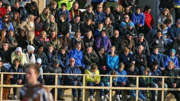 Det var 312 tilskuere på SIL-herrenes første hjemmekamp i 2011-sesongen på Stamnes Arena. SIL slo Mo 4-1. Foto: Lars Olve Hesjedal