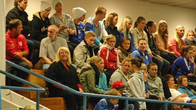 Publikum på SIL - Leksvik. Håndball damer, 1. oktober 2010. Foto: Lars Olve Hesjedal