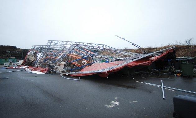 En av hallene i Hagelin var totalskadd etter stormen.