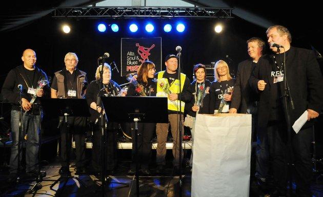 Styringsgruppa i Alta Soul & Bluesfestival fikk blomster før festivalen startet.