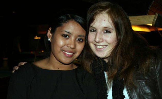 Callie(t.v) og Linn-Marie Aasnes var på Royal Bowling for å spille biljard.