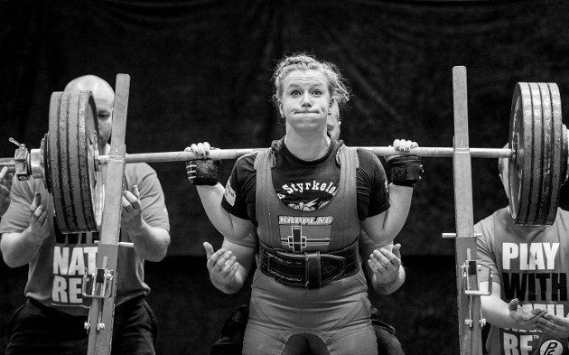 Norgesmesterskapet i styrkeløft ble arrangert av Odin SK i Sandslihallen i helgen. Lørdag var det kvinnenes tur til å løfte jern.