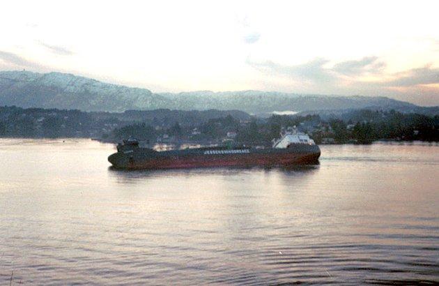 MS Rocknes havarerte i Vatlestraumen mandag 19. januar 2004.