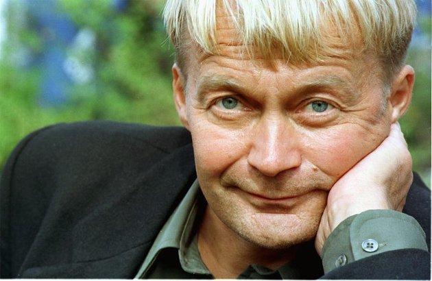 """Nils Gaup (f. 1955)) slår gjennom med et brak som regissør med sin Oscar-nominerte """"Veiviseren"""" i 1987. Gaup gjør både manus og regi på det samiske sagnet fra Porsanger."""