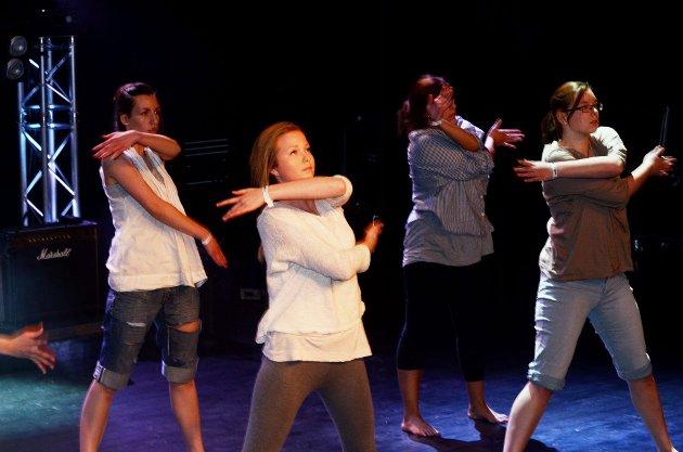 Dansere fra Lesja og Dovre kulturskole.