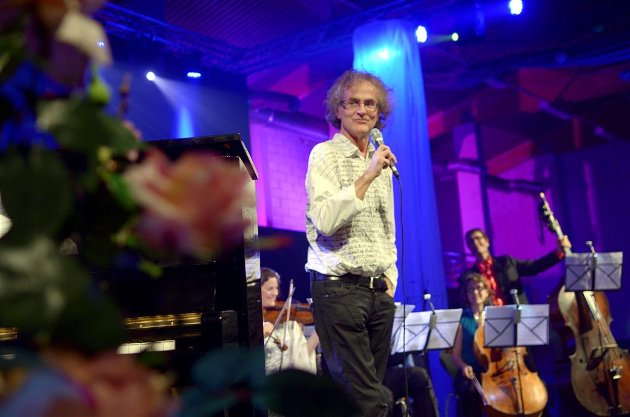Jubilanten: Henning Sommerro ble feiret i storslagent 60-årslag i Surnadal idrettshall søndag kveld. Foto: Tor Helge Solli