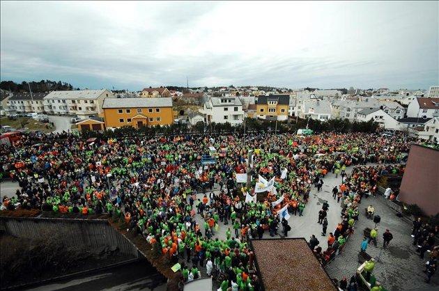 Nærmere 10.000 nordmøringer demonstrerte under helseministerens besøk i Kristiansund onsdag.