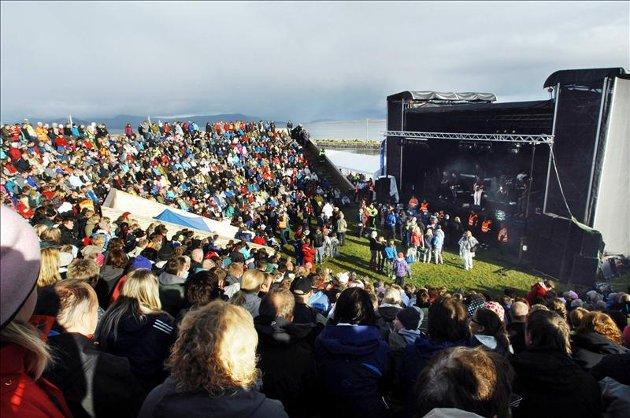 DDE traff sitt publikum med trivelig og humørfylt familiekonsert på Gurisenteret.
