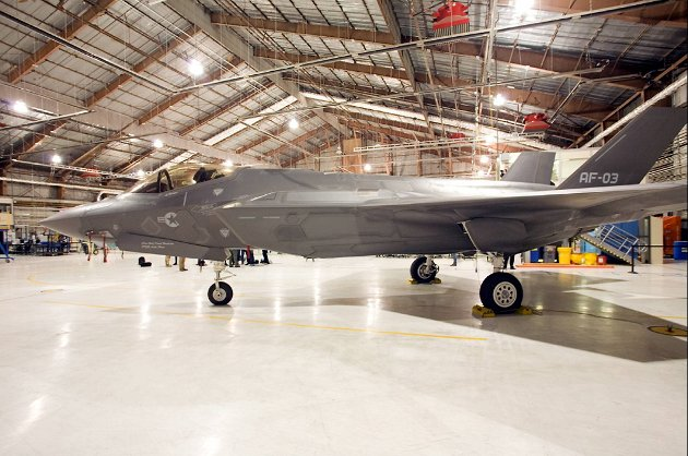 Norges nye kampfly, F-35 Lighting II, i hagar på Edwards Air Force Base i California, USA.