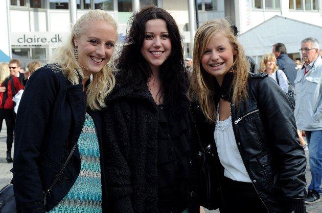 BYFESTFOLK: Anne Kristine Øvre (22) Sørum, Camilla Strozek (22) Sørum og Elin Mykland (21) Skedsmokorset. Byfesten er fest, kos og kjente og kjære venner.