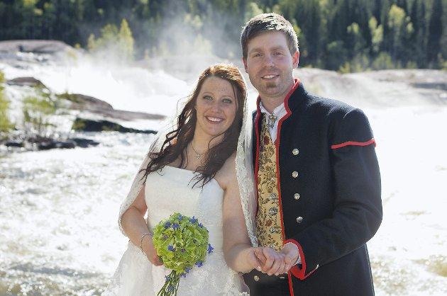 May-Lillian og Christian Gartland viet i Grong kirke 26. mai.  Foto: Knut Ivars Foto