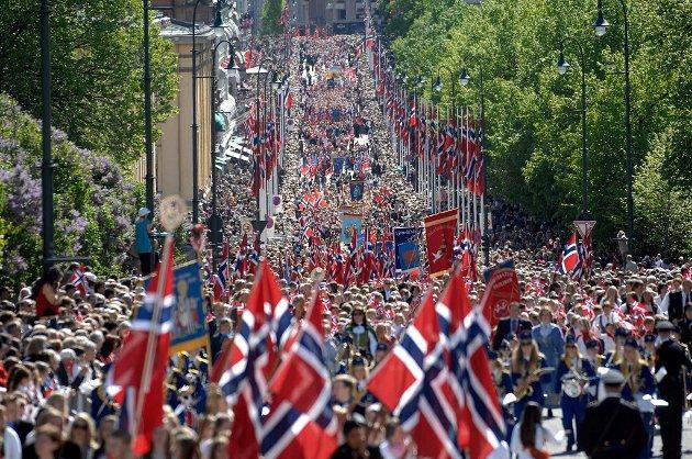 NYTER: For mange er de norske flaggene på Karl Johan det ypperste de kan tenke seg.