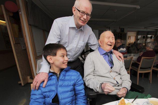 Harald Mathisen feirer 100-årsdagen sammen med sønnen Bjørn Håkon Mathisen (56) og barnebarnet Willi Mathisen (10).