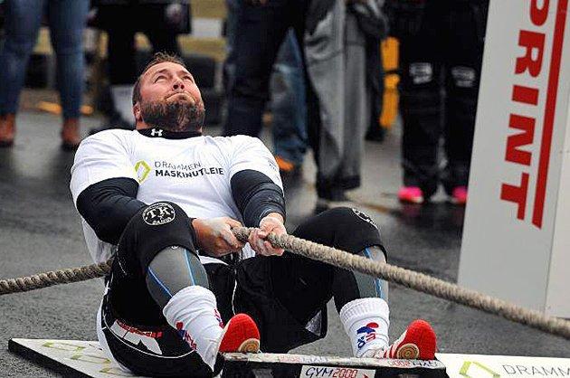 NORDNORGES STERKESTE: Dag Rune Stangeland ble nummer fem i Strongman-finalen forrige helg. Politibetjenten og familiefaren løfter 85 tonn i løpet av en normal treningsuke. Foto: Bjarte Eriksen