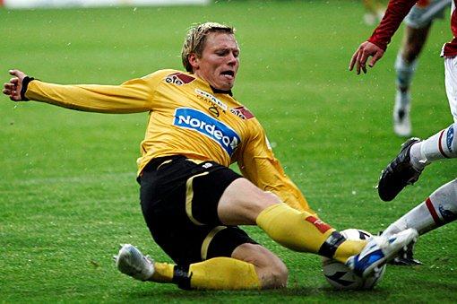 HISSIG: Bjørn Helge Riise var hissig på grøten mot Tromsø, men resten av LSK-spillerne fulgte ikke etter.