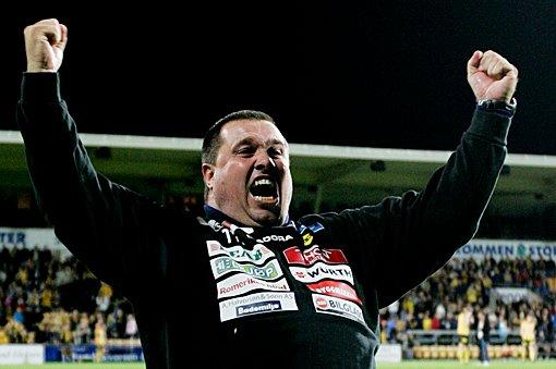JUBLENDE GLAD: Cupfinale-biletten betyr mye for LSK-trener Tom Nordlie.