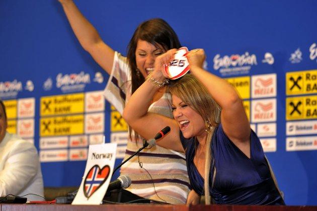 Vill jubel da Mira Craig  og Maria Haukaas Storeng gikk videre til finalen i MGP som siste land og trakk nr 25 i sangrekkefølge.(Foto.Vidar Ruud, ANB)Eurovision Song Contest 2008