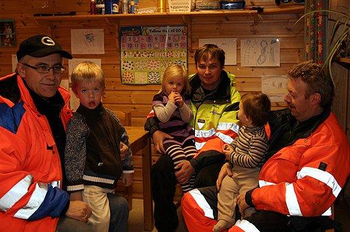 Johnny Lillegård og Emil Sæthre(t.v), Ida Hoseth på fanget til Marius Lindgaard og lille David Wolski fant seg godt til rette på Stig Johansens fang.