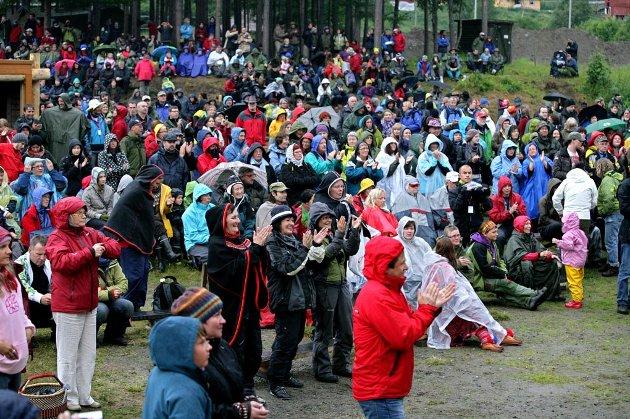 Publikum er begiestret når Johan Sara jr. holder konsert.