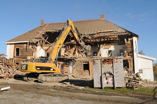 NORDLI: Huset fra 1700-tallet er i ferd med å rives.FOTO: VIDAR SANDNES