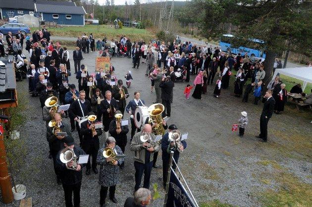 Trevatn: Tradisjonsrik fest med Trevatn musikkforening og folketog samlet hele bygda. Foto: Per Zhang Skjønberg