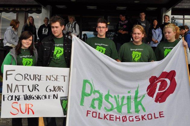 Elevrådet sto for organiseringen av demonstrasjon. Fra venstre: Rebekka Dischington, Stian Jenssen, Trond Gøran Gretting, leder Bjørn Erik Ovesen og nestleder Sunniva Hauge.