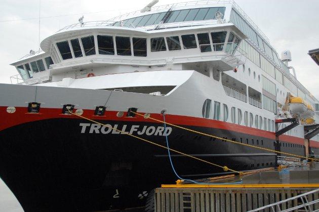 Leserturen til Indre foregikk med M/S Trollfjord fra Kirkenes til Bergen.