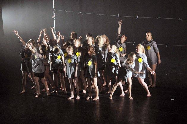 Ingen hverdag mer: «Det er ingen hverdag mer» har Karoline Forum Skaara kalt sin dansekoreografi. Et sterkt uttrykk for å beskribe jødenes historie fra dødsleirene under 2. verdenskrig. (Foto: Nils-Erik Kvamme)