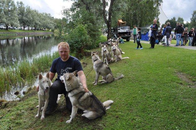 Friluftsliv for alle 2012. Cato Lunde med sin sibirsk husky-flokk. Foto: Morten Høitomt
