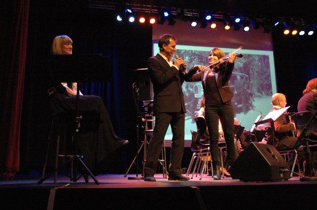 Per Vollestad i Jacob Scharffs skikkelse synger smektende toner til fiolinisten Madeleine Ossum.
