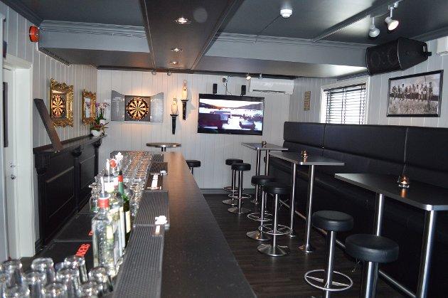 FLATSKJERM: Puben har også to flatskjermer for pubgjestene.