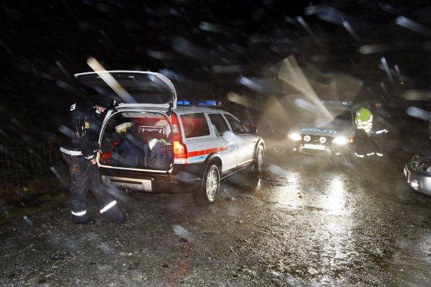 Politiet ankommer Haugsdalen.