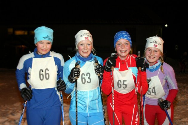 14-åringene Ingvild Bergsbakken, Eli Medhus, Anne Solbakken og Sigrid Seim er kjappe i sporet.