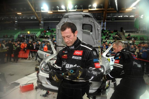 Rally Norway. Dag 2. Mekanikerne til Petter Solberg sto også i dag på fullt.