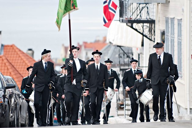 Årets første marsj gikk fra Skansen brannstasjon og til Rothaugen skole. Der ble det pøler og brus til alle.