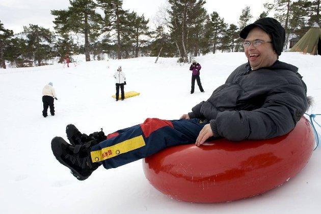 Trond Lillebergen fra Bjørkhaug arbeidsfellesskap storkoste seg i akebakken, med snøscooterkjøring og hundespanntur. -Dette er gøy, jublet han.