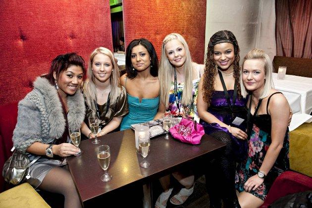 PARFYMEDAMENE: Vien Nguyen, Monica Strand, Ariana Dehzani, Martine Sund, Christine Valencia, Elisabeth Dalland.