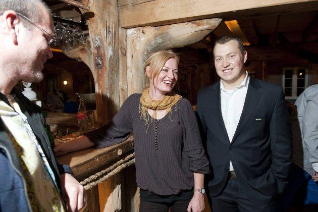 De grønne holdt valgvake i Sandviken. Andrekandidat Aslaug Moi Frøysnes og lokallagsleder Tor Øyvind Westbye.