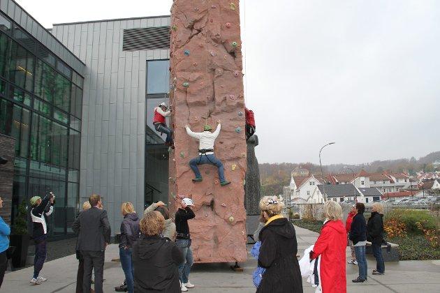 Høyt og Lavt aktivitetspark. Norges høyeste mobile klatrevegg på Farris Bad.  (Foto: Hans Christian Wilson/Høyt og Lavt) *** Local Caption ***