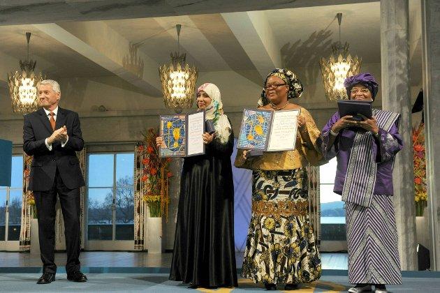 Torbjørn Jagland delte ut Nobels Fredspris til Tawakul Karman, Leymah Gbowee og Ellen Johnson-Sirleaf.