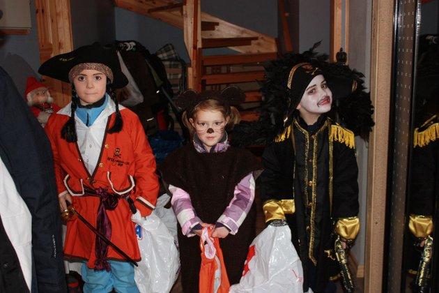 Langemann, lille bamsen og Kaptein Sabeltann klar for årets snopetokt.