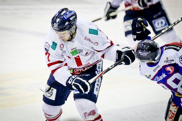 GET-Ligaen , Ishockey , 14.01.2012 , Sparta Amfi , Sparta v Lillehammer , Lars Hammerseng  sender kølla i ansiktet på Niklas Roest , Foto: Thomas Andersen