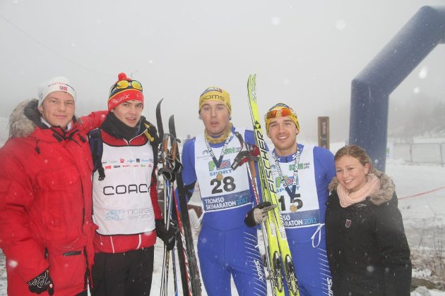 Fra venstre: Runar Hermo og Ørjan Walseth, støtteapperat for brødrene Andreas og Bjørn-Thomas Nygaard. Til høyre har vi Natalie Pedersen.