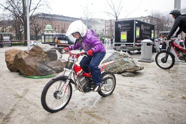 Trialklubbene i Bergen viste seg frem på Festplassen under søndagens vårmønstring.