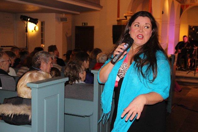 Jenny Jenssen sjarmerte publikum og fikk de med på allsang.