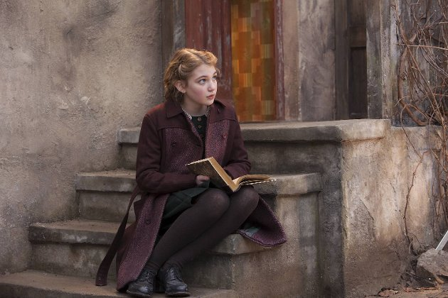 Sophie Nelisse har mye sjarm i «Boktyven» .