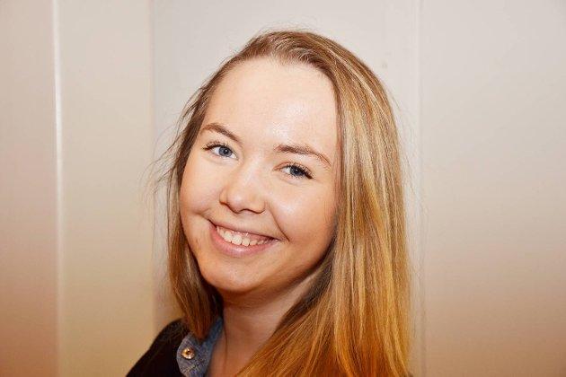 4 på gaten om DE  LESER BLOGGER- MARIE BALESTRAND 18 år,  Åsane- Noen. Følger rosabloggerne Sophie Elise og Andrea Badendyck.