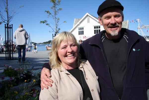 - Dei fleste blomstrane er sponsa av våre eigne hagar, smilte Nina Nyttingnes og Fred Arild Grøneng i Florø Hageselskap. Deira innsats på Matfestivalen gav dei prisen som «Årets revebjelle» i fylket i fjor.