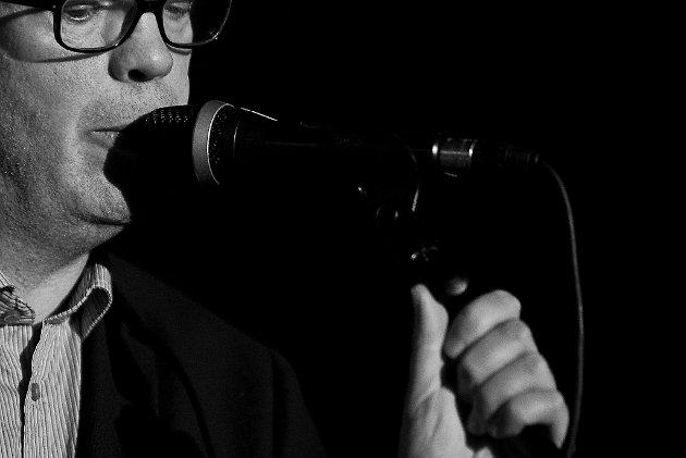 Frode Grytten framførte Odda-versjonen av The Smiths-albumet «The Queen is dead» i Lindehuset torsdagen under Litteratursymposiet 2010. «Vår mann fyller femti år. Det markerer han sjølv med oddafisering av The Smiths-albumet der mellom anna «Frankly, Mr Shankly» er blitt til «Heilt alvorlig, personalsjef Bleikli»».
