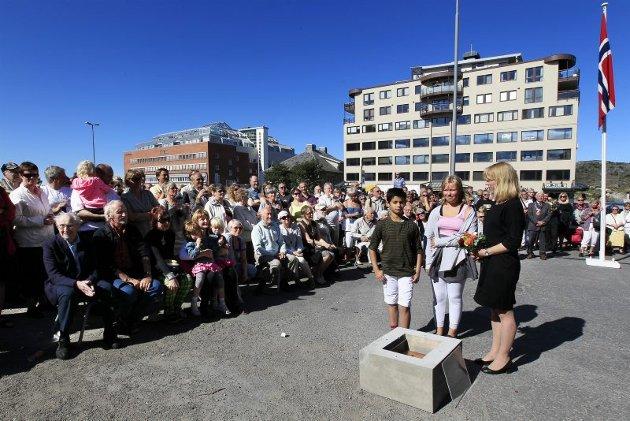 Nordland Musikkfestuke 2011. Grunnsteinsnedleggelse for Bodøs nye kulturhus. Kulturminister Anniken Huitfeldt.